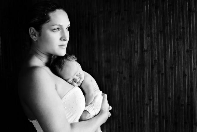 Психологический холдинг - продолжение симбиотического единства мамы и ребенка.
